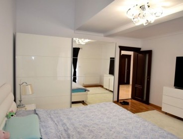 Viva Imobiliare - Ocazie! Mini-penthouse de revista, 4 camere, decomandat, intermediar
