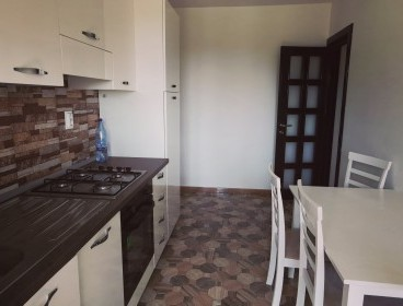 Viva Imobiliare - Apartament de vanzare cu 3 camere decomandat Complex Roua