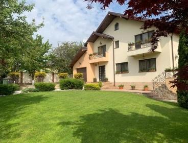Viva Imobiliare - Casa cu 2000 mp curte, piscina, zona Popas Pacurari