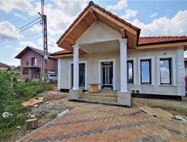 Viva Imobiliare - Complex case Visani ,Barnova 4 camere 440 mp teren