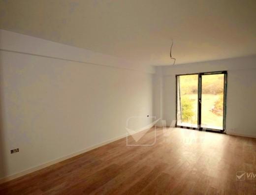 Viva Imobiliare - Finalizat complet! Spatios si decomandat total, 2 camere, la strada!