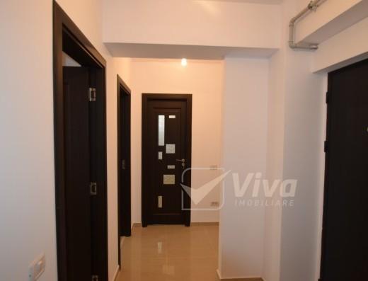 Viva Imobiliare - Ap finalizat cu 2 camere, decomandat, geam la baie, loc de parcare
