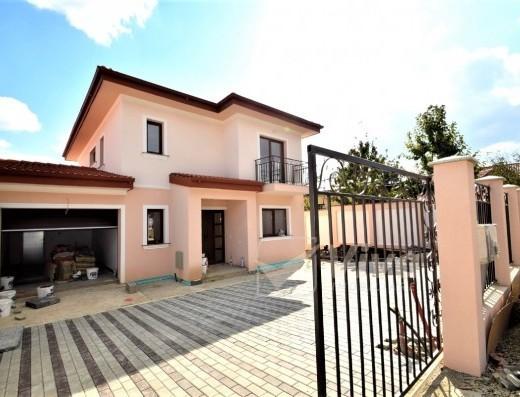 Viva Imobiliare - Vila 5 cam, garaj, demisol, dressinguri, Miroslava-Strada Veche