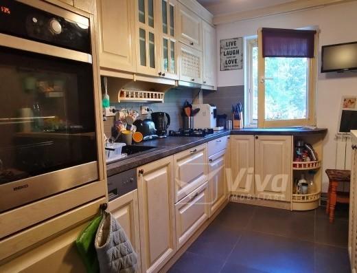 Viva Imobiliare - Apartament 3 camere Centru- Tg cucu amenajat complet etaj 2 din 4