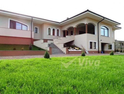 Viva Imobiliare - Bucium Plopii fara sot, casa in stil mediteranean, pozitie f buna;